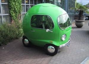 緑で丸い車