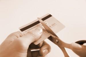 クレジットカードとはさみ